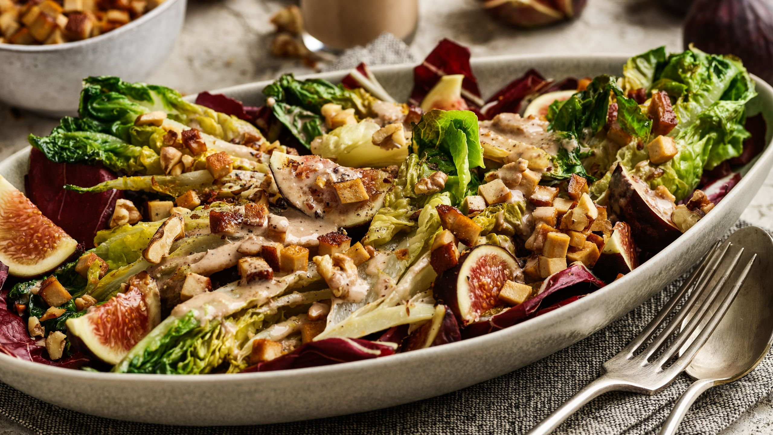 Herbstsalat an Walnuss-Miso-Dressing